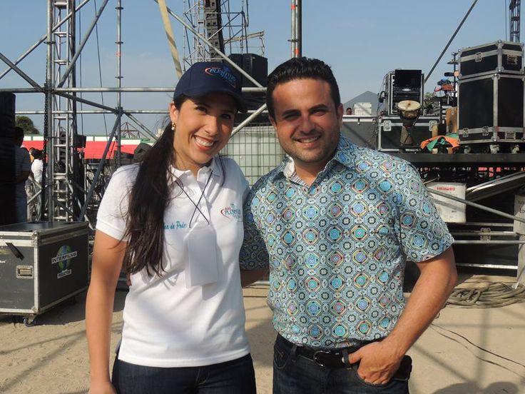 Lucia Osorio y el Pastor Otoniel Font.