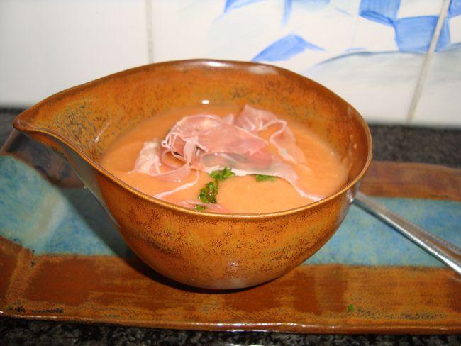 Recept voor Gazpacho in de thermomix of in de blender. Meer originele recepten en bereidingswijze voor thermomix recepten vind je op gette.org.