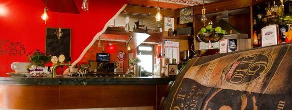 BAR TIREBOUCHON.Il locale è più che un ritrovo per i giovani che passano da Pistoia. Non manca un'ottima selezione di vini.