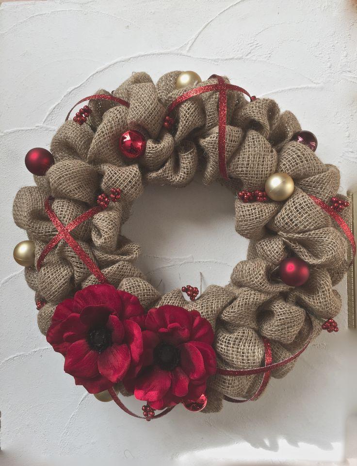 バーラップリースのレッドなクリスマスリース。