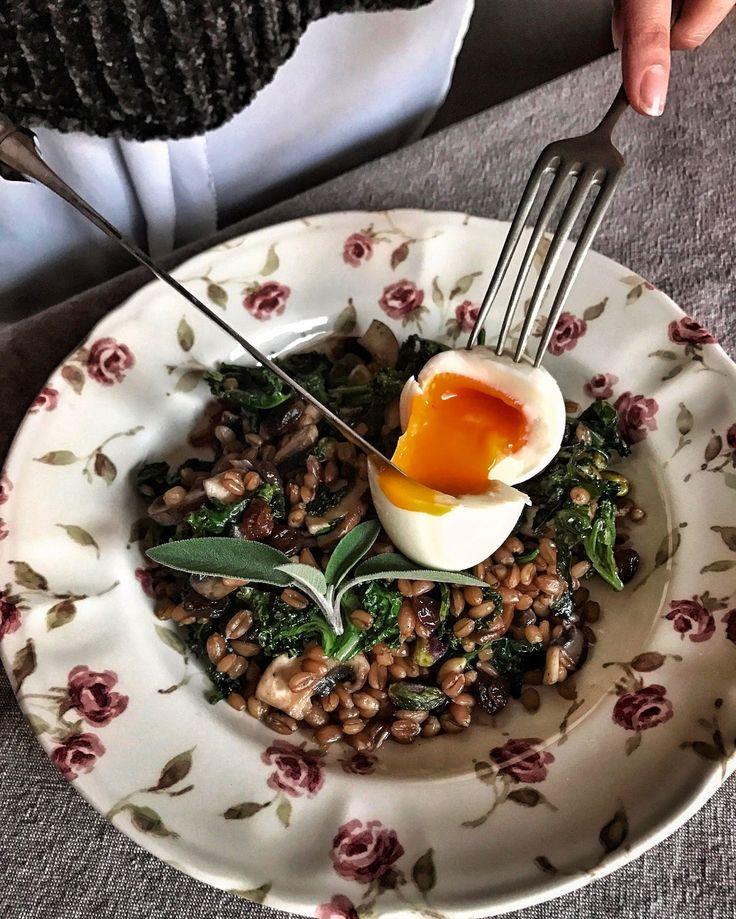 Salteado de espelta con espinacas, col kale y huevo en 5 minutos / Chez Silvia