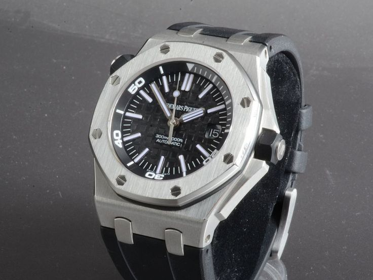Audemars PiguetRoyal Oak Offshore Diver LC100Reference: 15703ST.OO.A002CA.01Mechanism: AutomatikCase: SteelStrap: RubberCondition - Very Good (1)Year: 2010With Box and documentsDiameter: 42 mmGlass: Sapphire12 months warrantyChronographCenter Seconds, Guilloche Dial (handwork), Luminescent Hands, Rotating Bezel, Screw-Down Crown, Quick Set