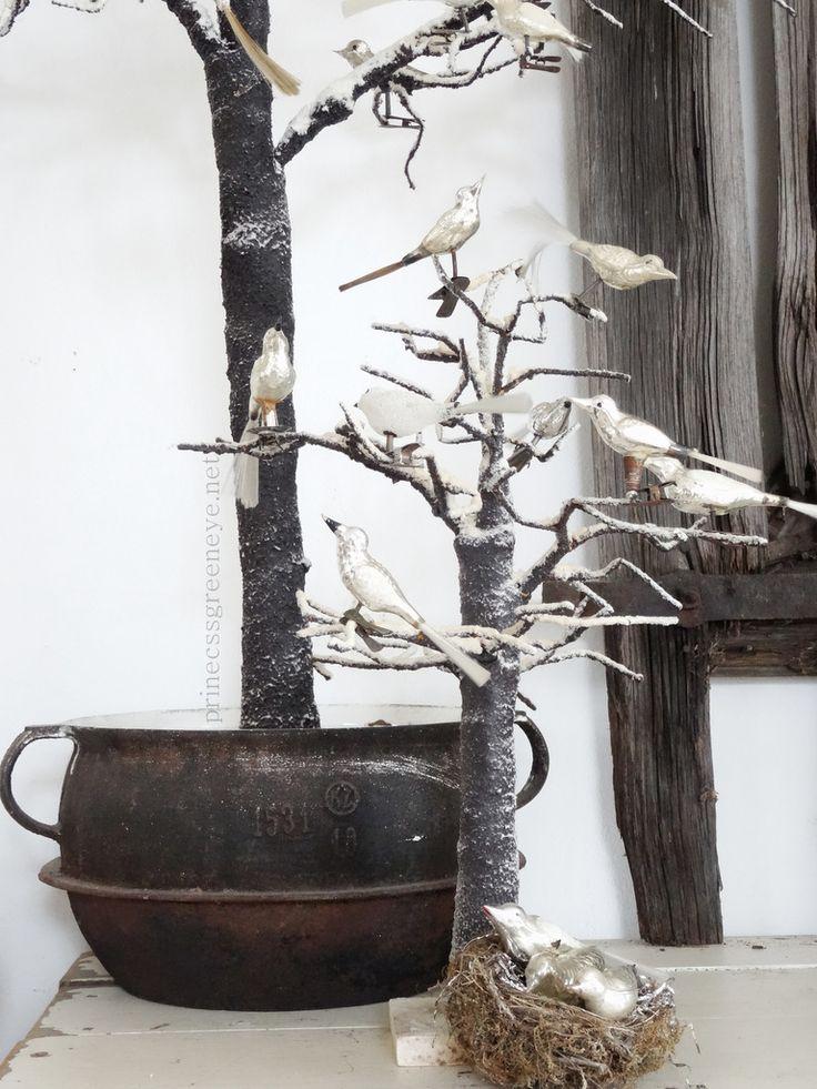 Elegant Weihnachtlich Dekorieren, Alte Möbel, Christbaumschmuck, Weiss,  Weihnachtliches, Keramik, Antike, Leben, Wohnen