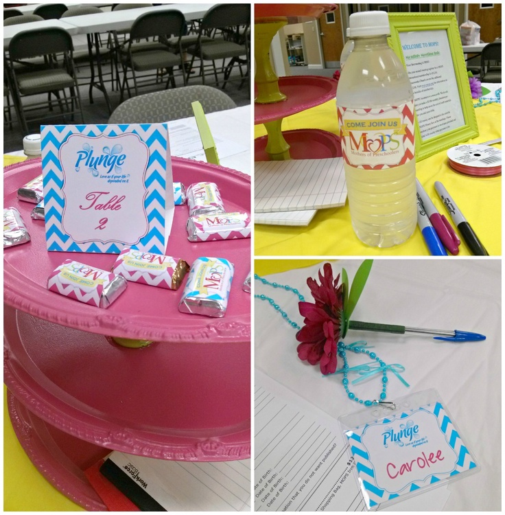 Like the name tag idea. MOPS tables - Mesas do MOPS  Name tags with bows to represent kids