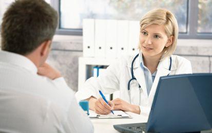 Connettivite autoimmune: sintomi, cause e cura - La connettivite autoimmune è un insieme eterogeneo di patologie reumatiche autoimmuni. Tra i principali sintomi rientrano il dolore muscolare e alcune anomalie degli esami del sangue. Non si conoscono le cause scatenanti, ma incide la predisposizione generica e i fattori ambientali. La cura si basa sull'uso di anti-infiammatori e cortisone.