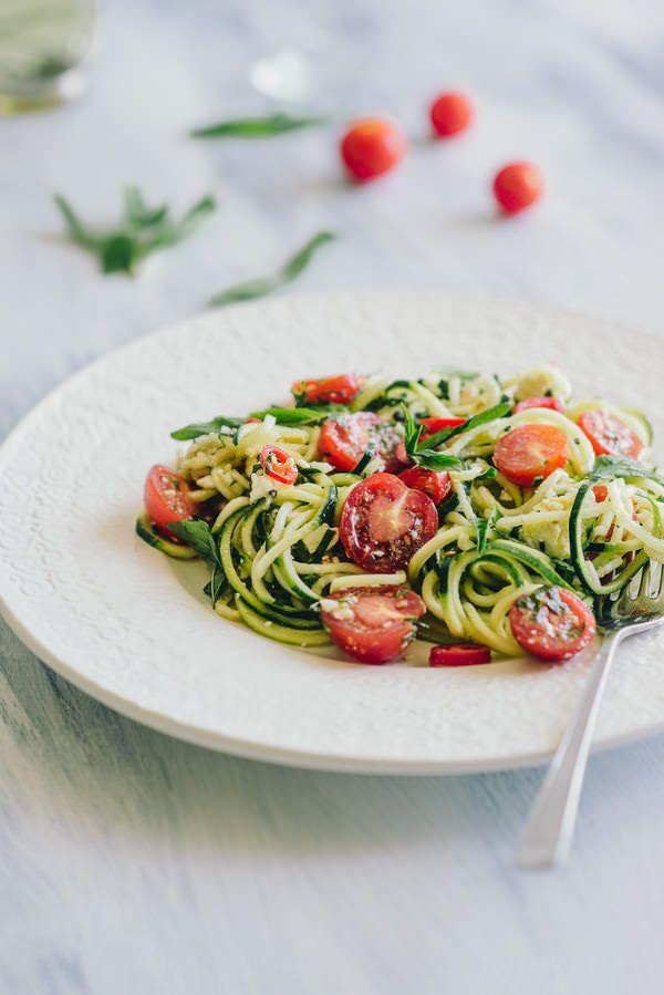 .^. Salade de nouilles de courgette.