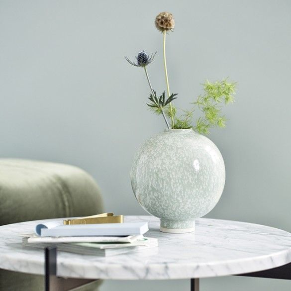 Use the beautiful, large, green Unico vase alone or in the company of other elements from the Unico range to create a coherent look in your home, testifying to your clear, assured style.