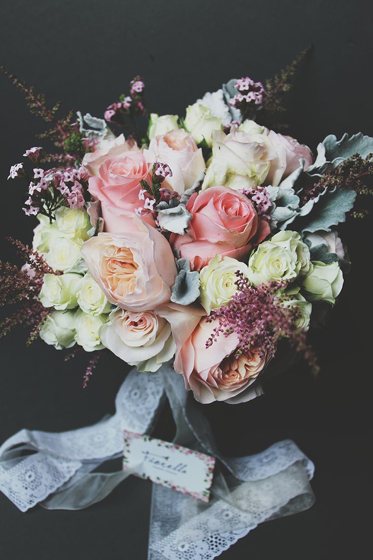 Modern bridal bouquet in pastels.