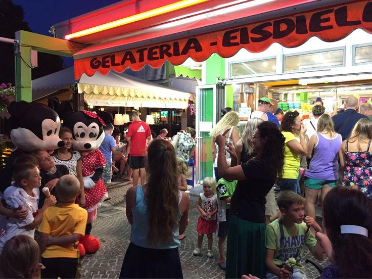 #bibionepineda #Bibione #gelato #icecream #topolino e #minnie alla #gelateria Acapulco!