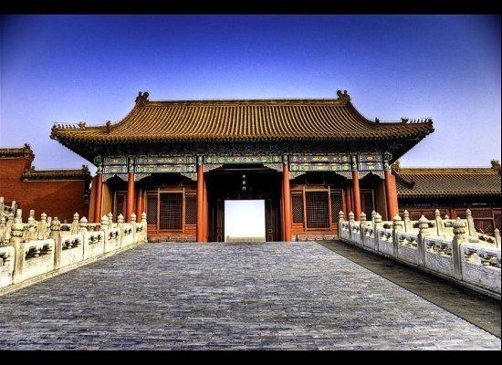Yasak Şehir Etkileyici mimarisi ve tarihi önemiyle, Yasak Şehir 500 yıl boyunca Pekin'den Çin İmparatorluğu'nun merkezi oldu ve tam 24 imparatora ev sahipliği yaptı.