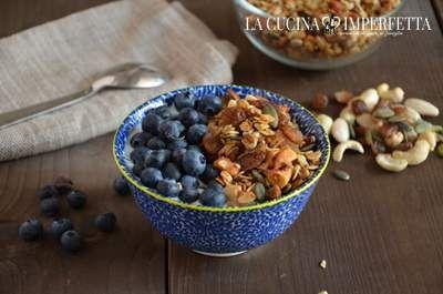 Granola con frutta secca e semi