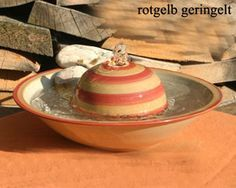 Handgemaakte keramieken drinkfontein: makkelijk schoon te houden, mooi om te zien en niet om te gooien. :)