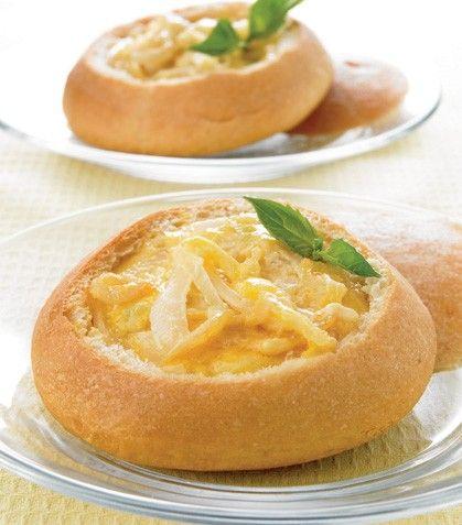 Bollos rellenos de cebolla y queso al curry