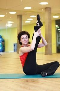 Pilates – kūno valdymas. Pilates – treniruočių metodas, jungiantis įvairius rytų (taiči ir joga) ir vakarų kultūrų treniravimosi metodus, skirtas lavinti giliuosius kūno raumenis. Stiprinami gilieji pilvo, dubens raumenys, gerinama kraujotaka.  Stiprėja gilieji raumenys, laikantys stuburą, dėl to mažėja nugaros skausmai.