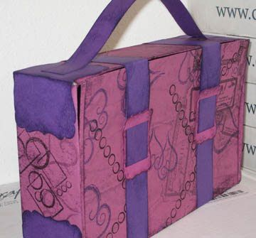 suitcase out of a cereal box!! What a great idea for kids to put valentines or personal belongings!  I watch about 12 kids every week and will be using this for the kids to put their drawings, games, etc!