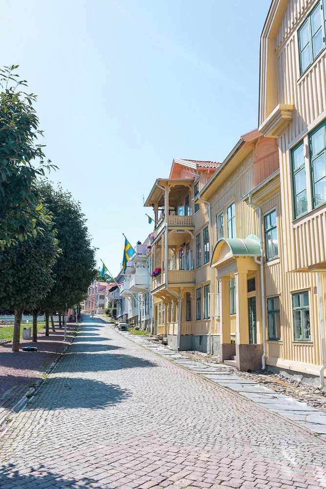 A cobblestone street in charming Marstrand | The ultimate West Sweden road trip itinerary. What to see and do on the picturesque islands of Marstrand, Orust, and Tjörn
