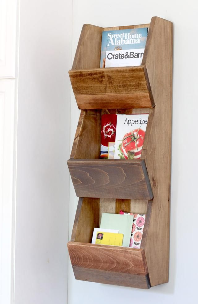 These free shelf plans will walk you through the beginner woodworking project of building a shelf to hang in your home, or give as a gift.
