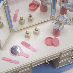 Sindy dressing table - I remember playing with the accessories - but with Barbie dolls!