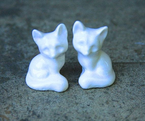 These little foxes are the perfect cake topper. The foxes are made from a 1970s plaster mold. This topper is made from stoneware which is a very