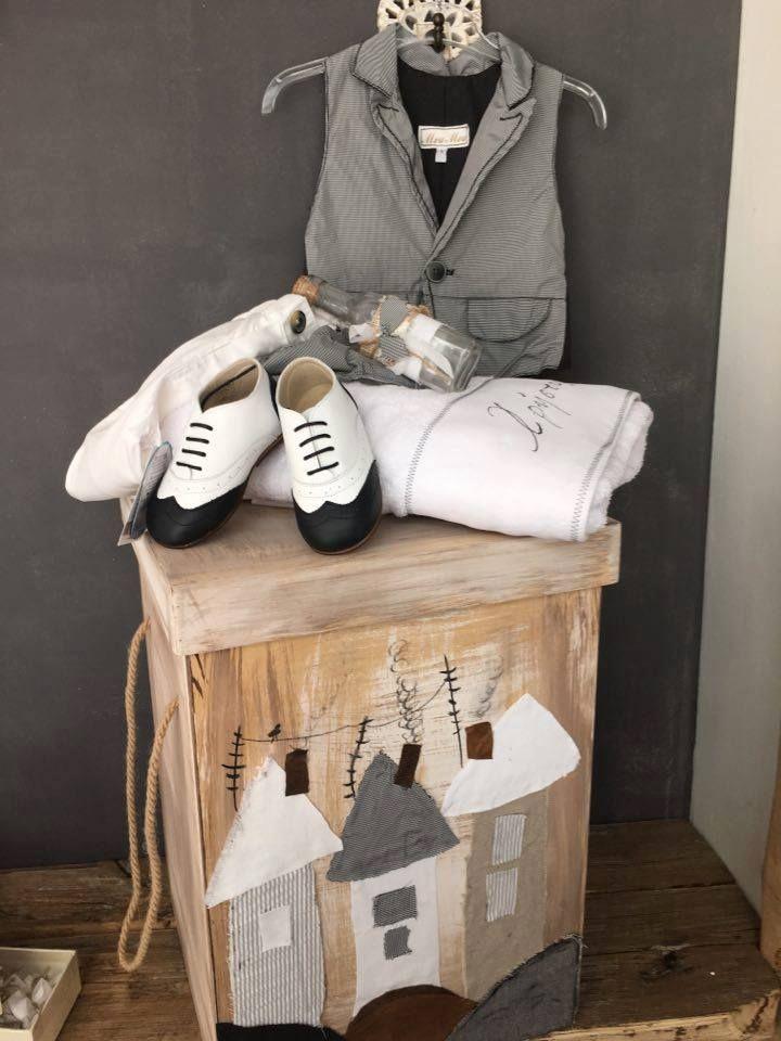 Βαπτιστικό σετ βάπτισης για αγόρι σε γκρι και λευκό. Ξύλινο κουτί ζωγραφισμένο στο χέρι. Baptism set for boys in white and grey. Wooden hand painted box.#annapatapi #moumou2017 #vintage #romantic #Moumounewcollection #specialoccasions #childrenswear #Official #Nursery #outfit #wedding #dress #romanticweddingdress #επίσημο #παιδικό #ρούχο #γάμος #νυφικό #αγόρι #κορίτσι #boy #girl #baby #βάπτιση #βαπτιστικά #ρομαντικό