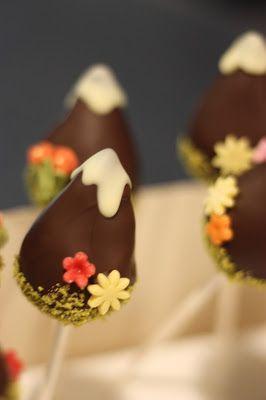 Cake-Pops im Berggipfel-Design, Winterfrühlingshochzeit in den Bergen im März, Berghochzeit im Riessersee Hotel Garmisch-Partenkirchen, Bayern, Wedding in Bavaria, March, spring, winter mountain wedding