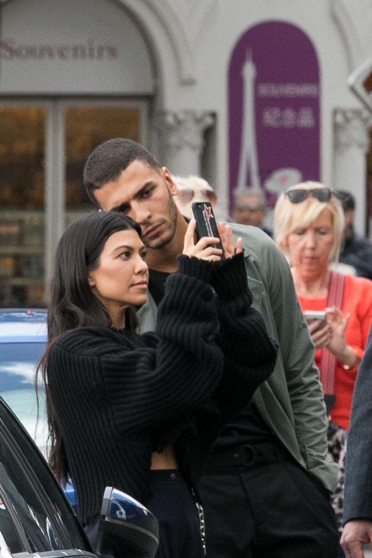 Kourtney Kardashian Quietly Deletes Instagram After Unfollowing Her Boyfriend