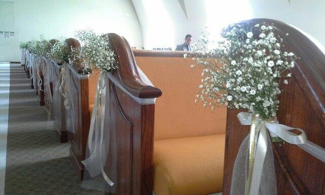 Decoracion boda de pasillo de la iglesia con flor nube