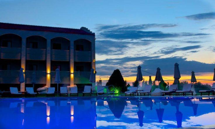 Ποτάκι στην πιο μαγική πισίνα της Θεσσαλονικης