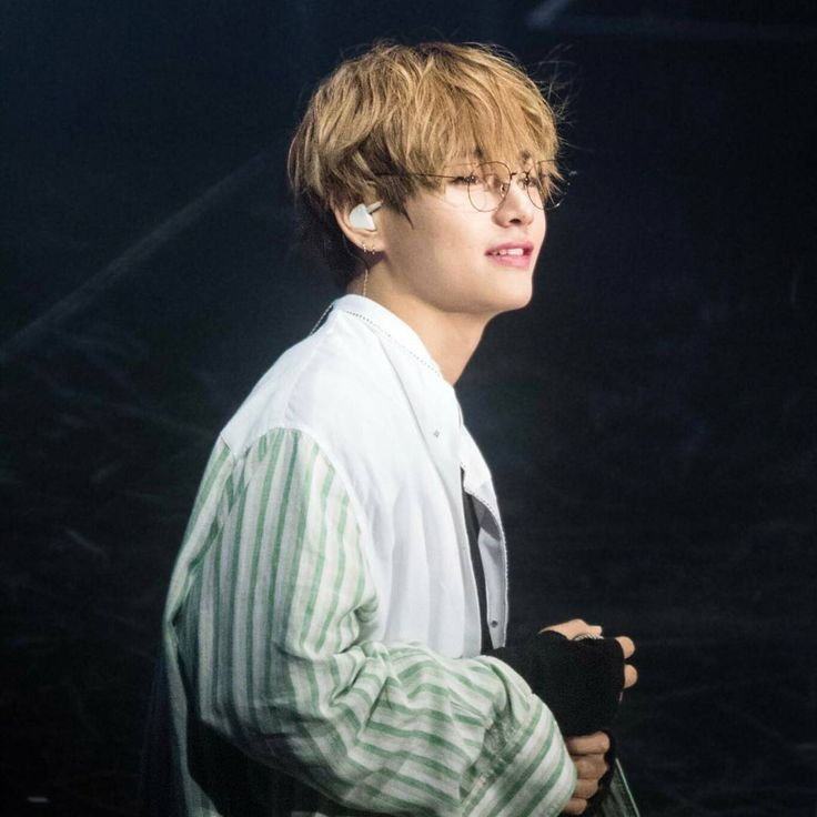 Hey everyoneee!! How are you all?  I miss you guys  . _______ #BTS #bangtan #bangtanboys #bulletproof #bangtansonyeondan #방탄소년단 #防弹少年团 #army #v #kimtaehyung #taehyung #taetae #뷔 #김태형 #태형 #태태 #jungkook #jimin #jin #jhope #hoseok #rapmonster #Namjoon #suga #yoongi
