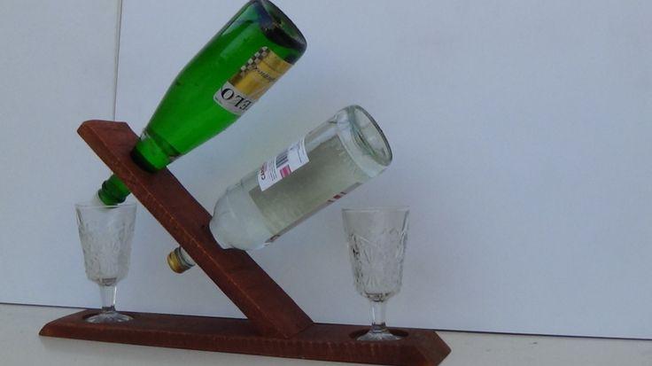 Porta botellas de vino, para dos botellas, con dos copas a los extremos