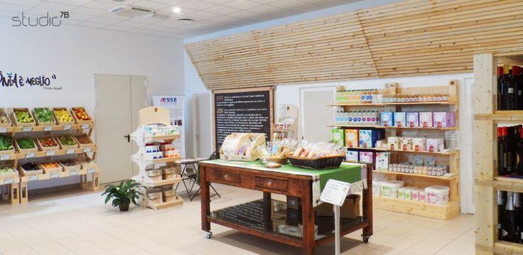 "Interior design by Giovanni Tomasini - Studio7B / Health Food Store ""Armònia"" - Brescia (ITALY) - 2014. #pallet #design #eco #wood #natural #interior #design #architecture #pallets #wall #oldwood #newlife #recycled #health #store #cafè #bio #locale #negozio #furniture #arredo #madeinitaly #style #Studio7B #biologico #greendesign #shelf #desk #table #fruiterer #greengrocer #fruits #verdures"