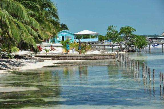 A belíssima e pitoresca Caye Caulker, na grande barreira de corais, em Belize