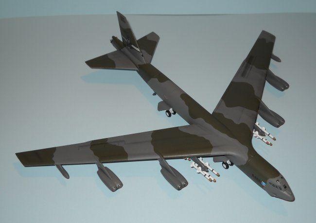 1/144 Revell B-52G Stratofortress by Tony Granata