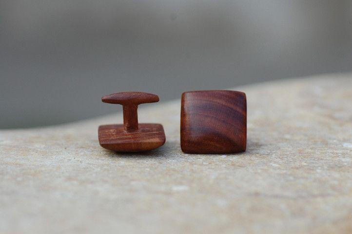 Manschettenknöpfe aus Holz - Zwetschgenholz von fabol auf DaWanda.com