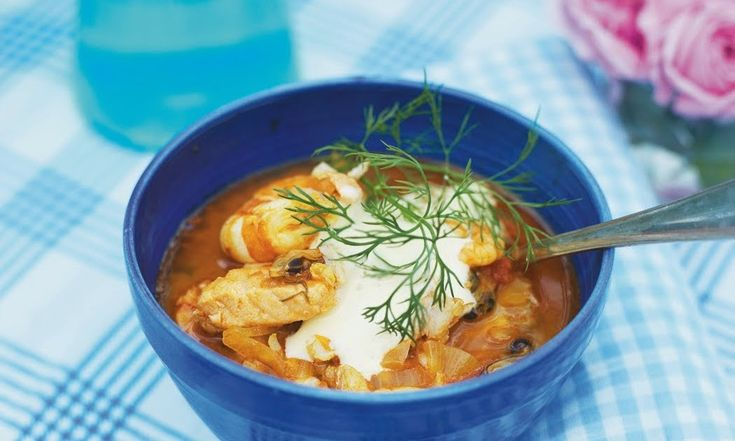 Här kommer recept fisksoppan som jag gjorde i fredagskväll. Mums. SOPPA 1 stor gul lök 2-3 msk olivolja 1 burk krossade tomater 2-3 pressa...