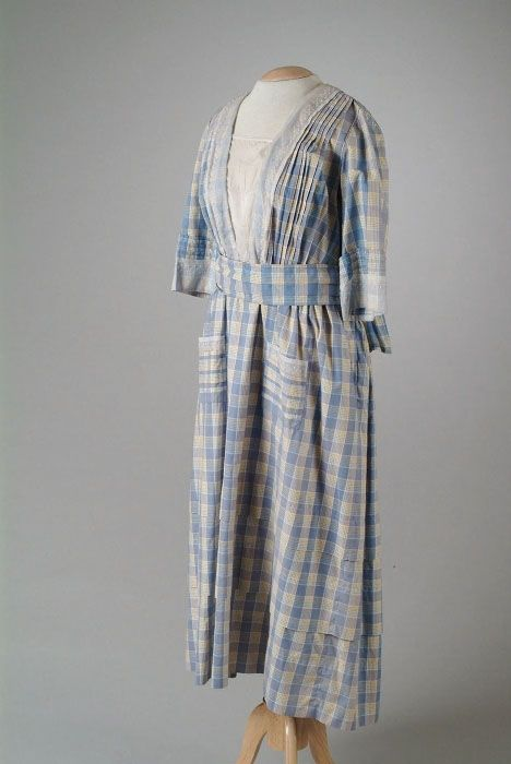 A 1917 Grande Maison de Blanc cotton day dress very similar to the ones in the McCall's ad.