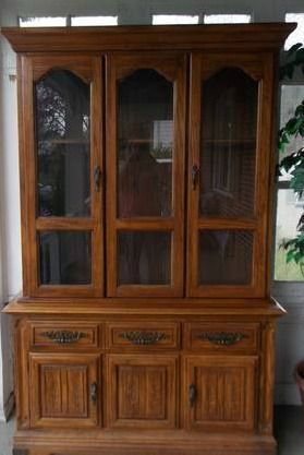 Welcome to the Mouse House: The Fabric Hutch: Furniture Redo (love the fabric on drawers and backing...)(4 a redo on old bookshelves)