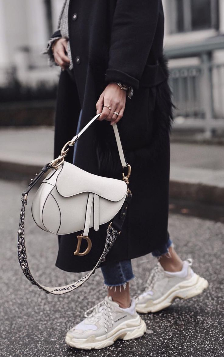 {Dior saddle bag.}