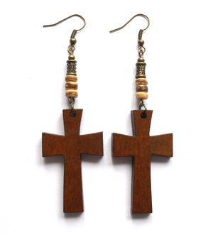 Earrings with wood crosses. Örhängen med kors av trä från http://ladyofthelake.se