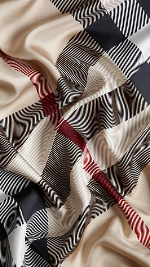 Uuwweee burberry scarf! I want so I shall get!!! :)