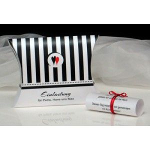 Ausgefallene Hochzeitseinladung mit Streifen in schwarz und weiß.