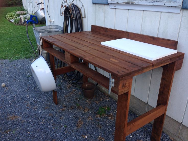 Fish cleaning table made from wood pallets things made for Fish cleaning table bass pro