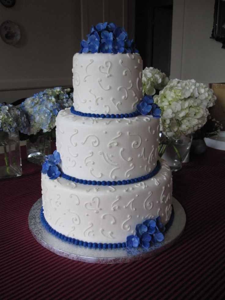Blue Wedding Cake Ideas : Blue and white wedding cake musketeer