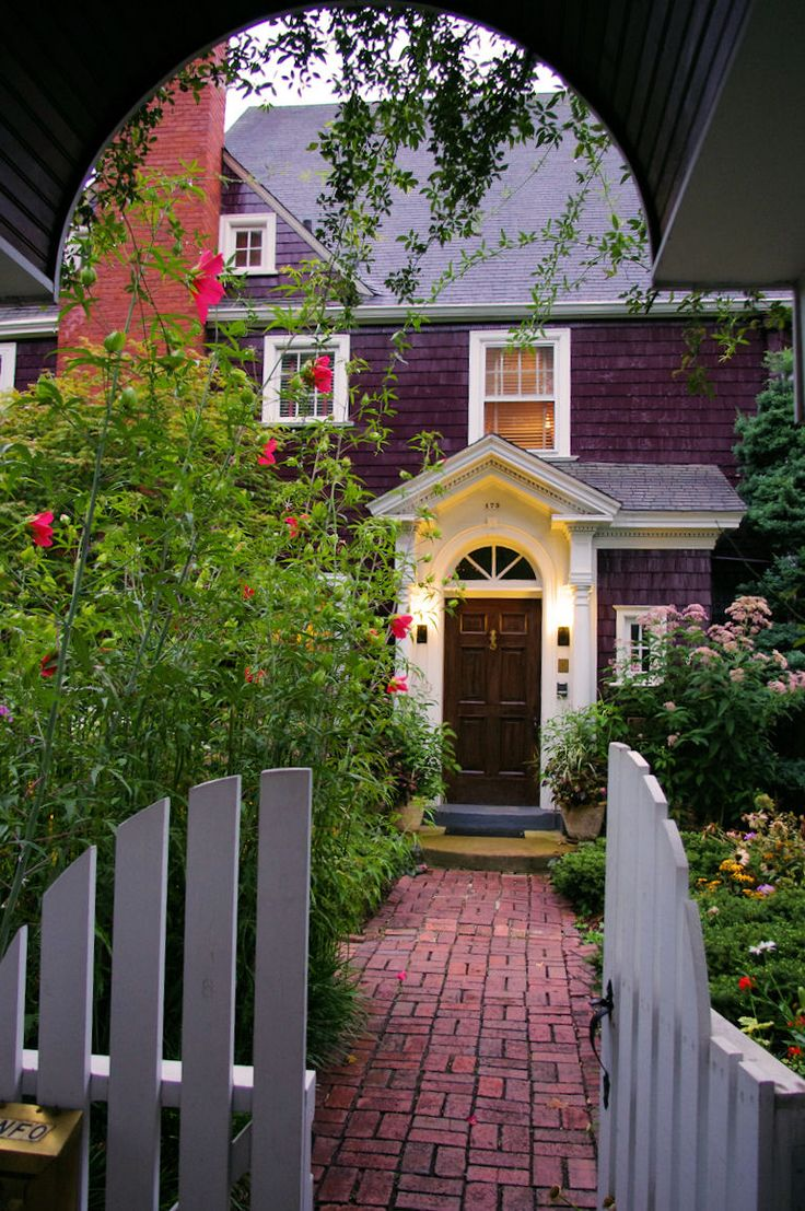 A grand historic bed and breakfast in downtown Asheville, North Carolina