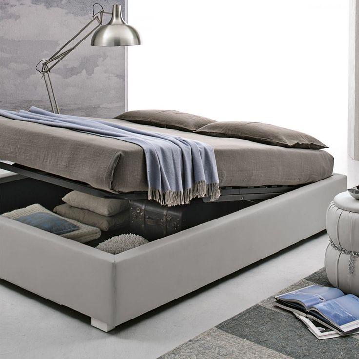 Il letto Sommier ha uno stile molto ricercato al giorno d'oggi, si tratta infatti di un letto moderno senza testiera. Questo letto è composto solamente dalla struttura rettangolare rivestita in ecopelle che viene sorretta da piedini ad angolo in legno laccato