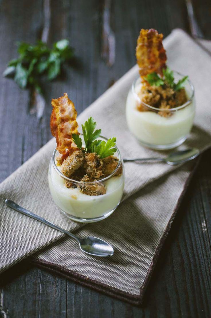 Bicchierini con crema di patate, guanciale e cozze fritte: I #bicchierini con #crema di #patate, #guanciale e #cozze fritte sono un antipasto spettacolare, oppure una ricetta da buffet: andranno a ruba!