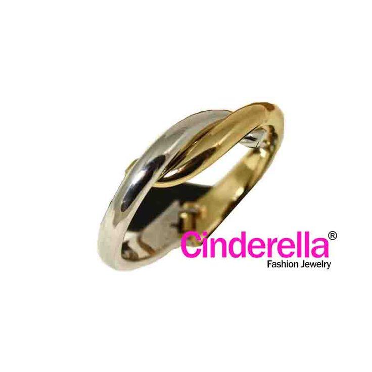 Gelang Tali Simpul dengan warna dasar perpaduan warna gold dan silver . gelang ini cocok bagi ladies yang feminin untuk bepergian, hangout bersama sahabat, rekan kerja. Yu sai, kaka, tante, Oma diorder barang baru n caemmmnyaa !!!
