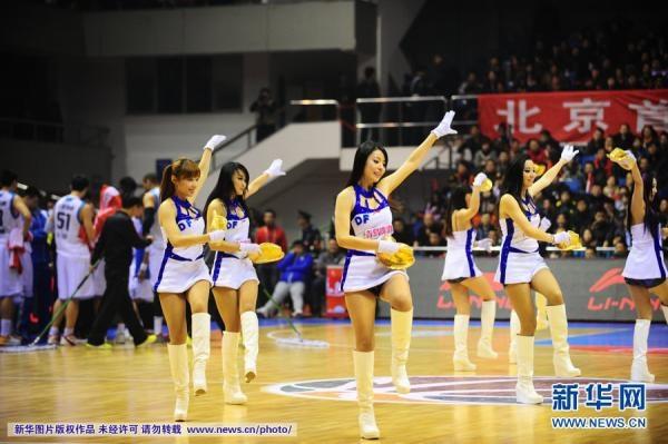 チアリーダーが熱いパフォーマンス=中国プロバスケCBA|新華社日本語経済ニュース