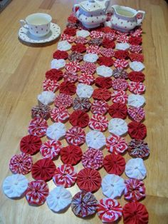 YoYo Table Runner Primitive Peppermint Christmas por YoYoCottage