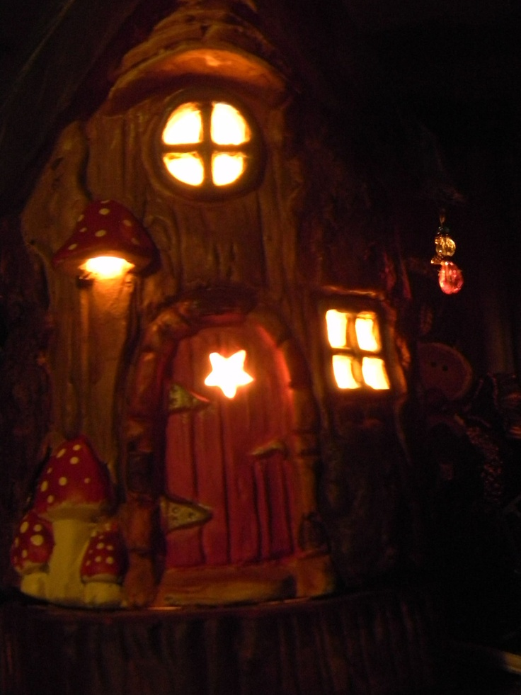 Fairy house tree stump leaf roof dream home night light for How to make illuminated tree stumps